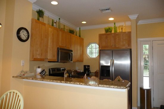 Tranquility Bay Beach House Resort: kitchen in 2-bedroom unit