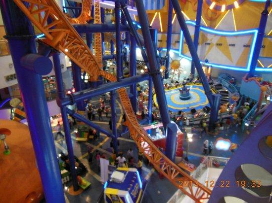 Parc d 39 attraction l 39 int rieur du centre commercial for Parc d interieur