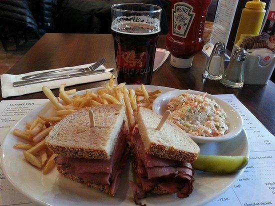 Le Comptoir: Smoke meat sandwich