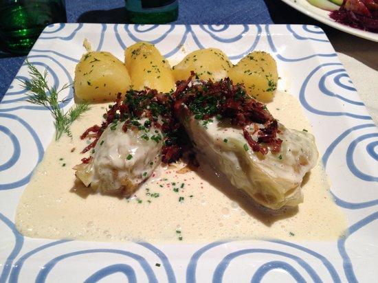 Kupferstub'n : Polpette con crauti, panna, speck e patate ... Deliziose.
