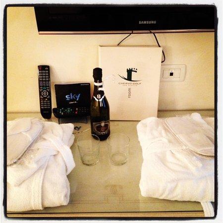 Chervo Golf Hotel Spa & Resort: Bottiglia di benvenuto