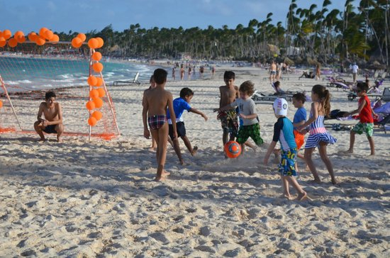 Paradisus Palma Real Golf & Spa Resort: Soccer Tournament for the Kids organized by Kids Zone