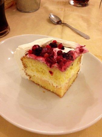 Park Hotel Avisio: Torta ai frutti di bosco