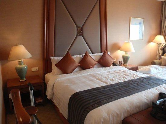 Shangri-La Hotel,Bangkok : King size bed
