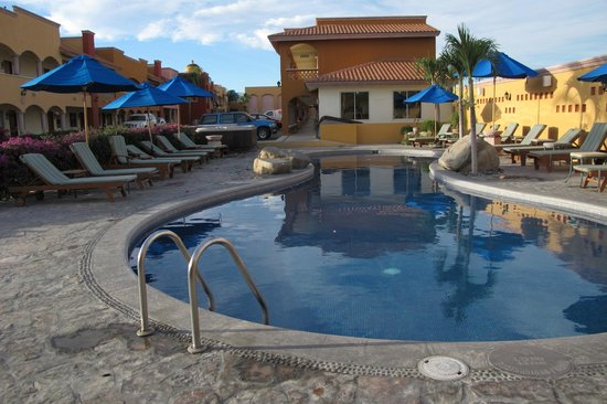 Hotel Quinta Del Sol : Blick vom Restaurant aus. Hintergrund Zimmer und Parkplatz