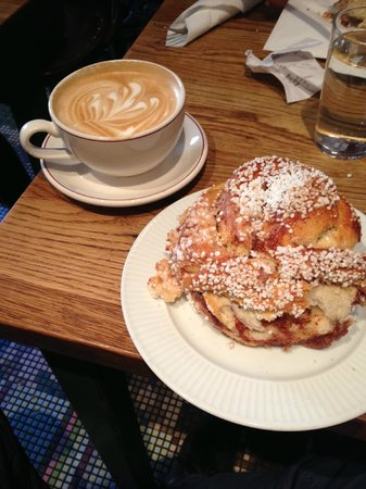 Cafe Saturnus: Cinnamon rolls