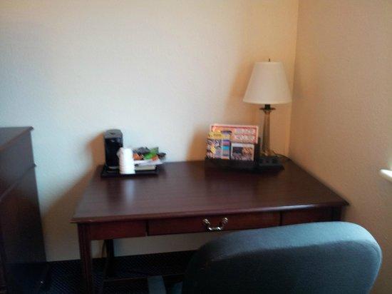 Super 8 College Park/atlanta Airport: Desk Area