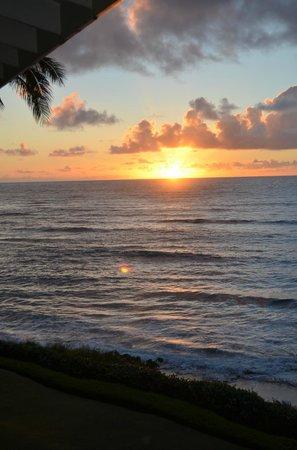 Wailua Bay View Condominiums: Early morning on the lanai #306