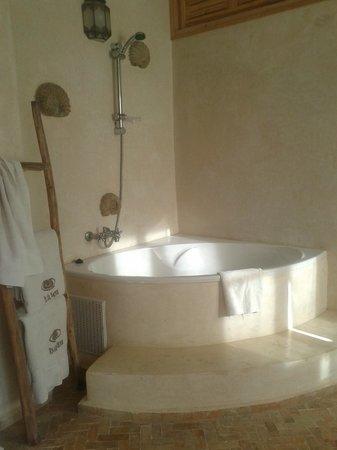 Riad Baladin : Our bath big enough for two