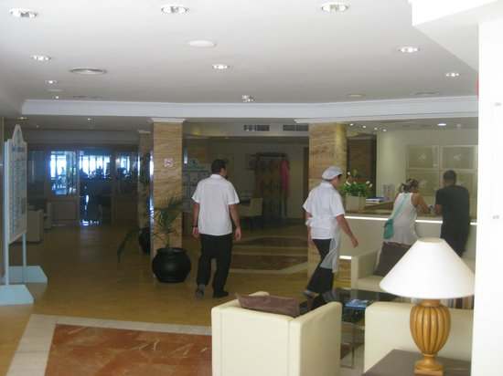 Grupotel Cala San Vicente: Hall