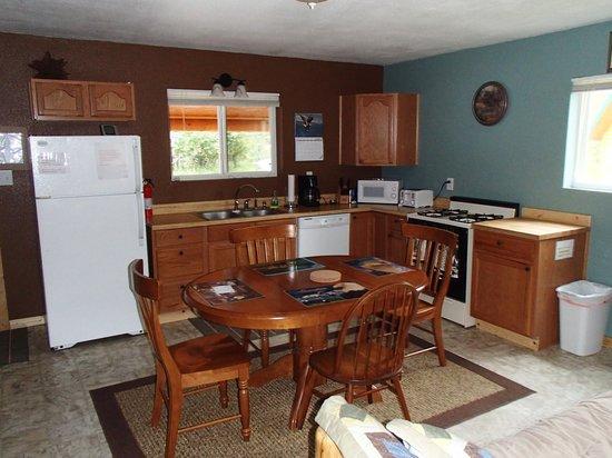 Bob's Cabin & Guide Service : kitchen of our cabin