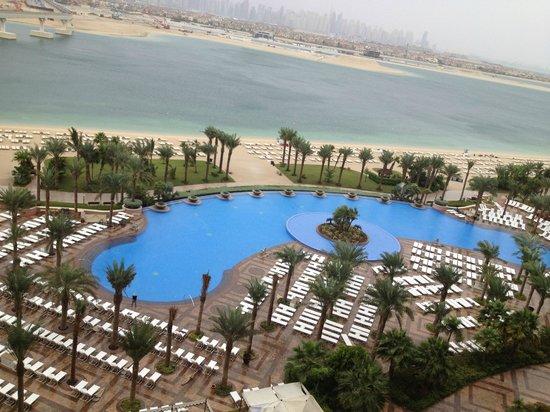Atlantis, The Palm : Pisicne et Dubai en fond