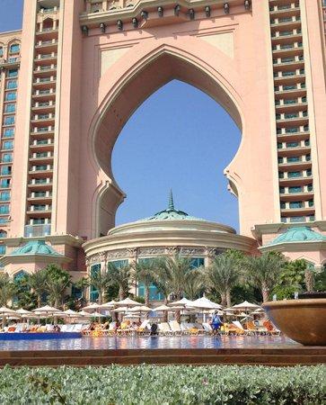 Atlantis, The Palm : Pisicne et façade hotel