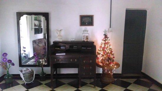el comedor con muebles antiguos - Picture of La Tregua ...