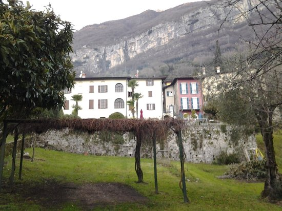 Casa del Portico: The building