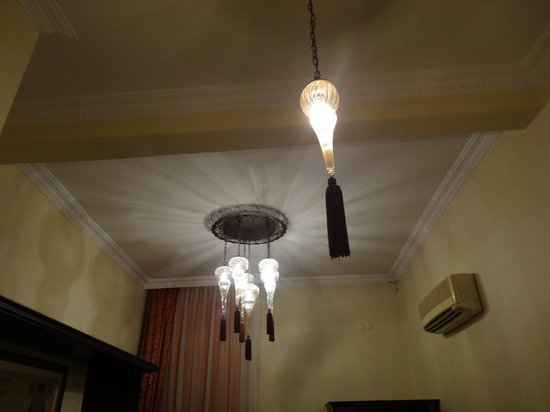 Ottoman Hotel Imperial : Ceiling light