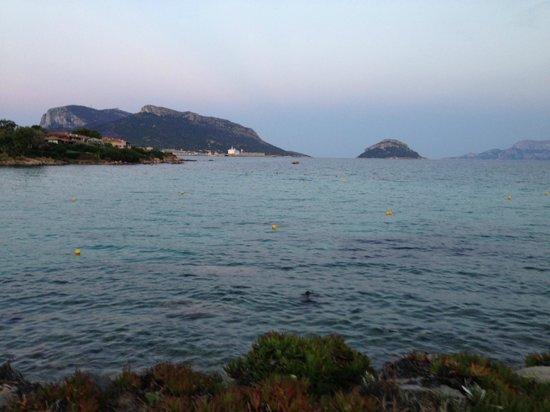 Hotel Resort & SPA Baia Caddinas: вид с пляжа на море