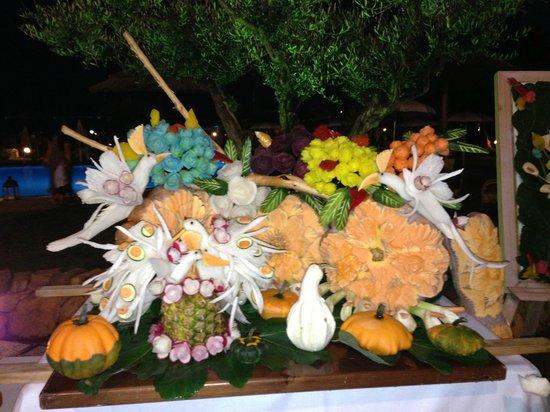 Hotel Resort & SPA Baia Caddinas: картина из фруктов