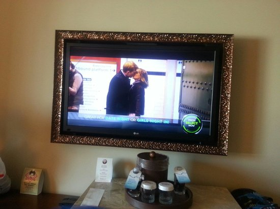 River City Casino & Hotel: Tv with frame