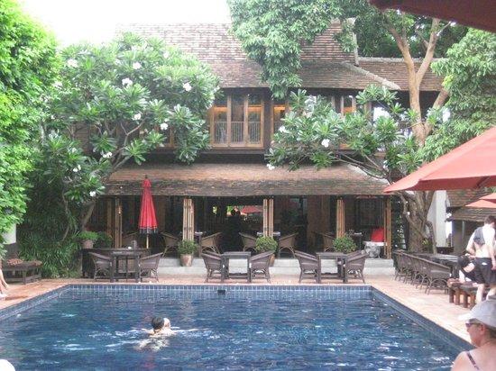 Tamarind Village: Pool/restaurant