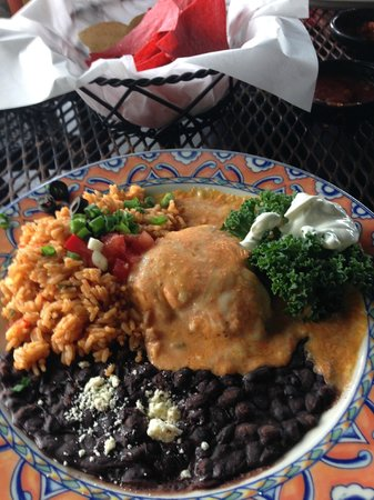 Iguana Mia: Chiken with black beans and yellow rice