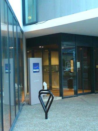 Novotel Le Havre Centre Gare : Novotel Le Havre Bassin Vauban: Francia:  particolare ingresso hotel