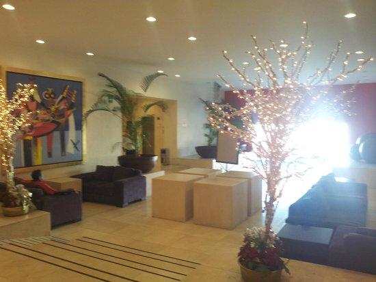We Hotel Aeropuerto: Recepcion-area de descanso