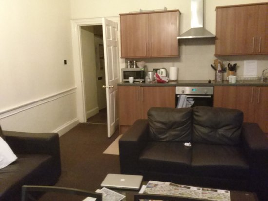 Stay Edinburgh City Apartments - Royal Mile: The living room/kitchenette