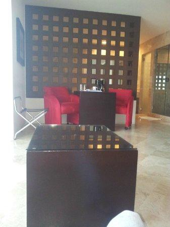 We Hotel Aeropuerto: Habitacion