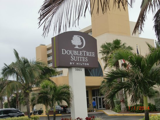 DoubleTree Suites by Hilton Melbourne Beach Oceanfront : Front of hotel
