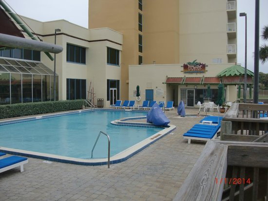 DoubleTree Suites by Hilton Melbourne Beach Oceanfront: Pool & bar