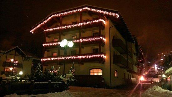 Aritz Garni Hotel: Facciata del garni