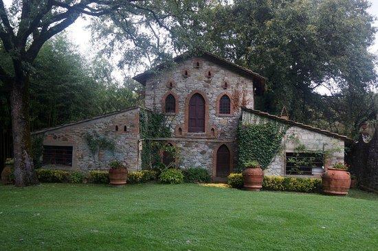 Castello di Monterinaldi: Outside