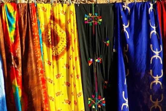 Auberge Kasbah la Datte d'Or Chez Abdellatif: Merveilleuses couleurs des cheichs et voiles