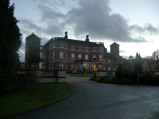 Oakley Hall Hotel: Hotel front