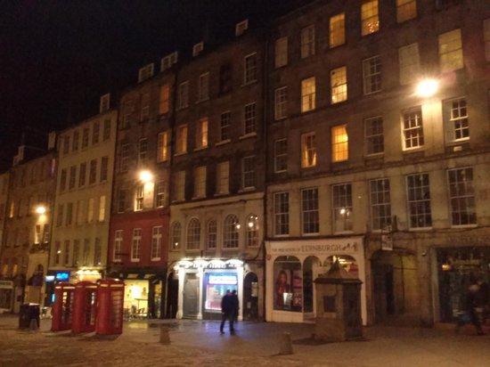 Milla Real: The Royal Mile at night