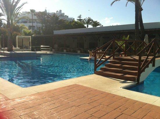 Melia Marbella Banus : main pool view