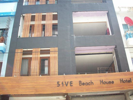 5ive beach house hotel front of hotel