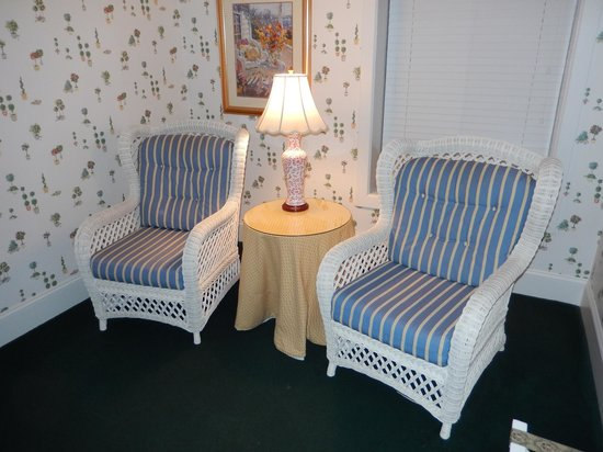Main Street Inn and Suites : sitting area
