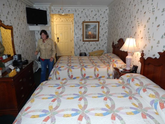 Main Street Inn and Suites: our room