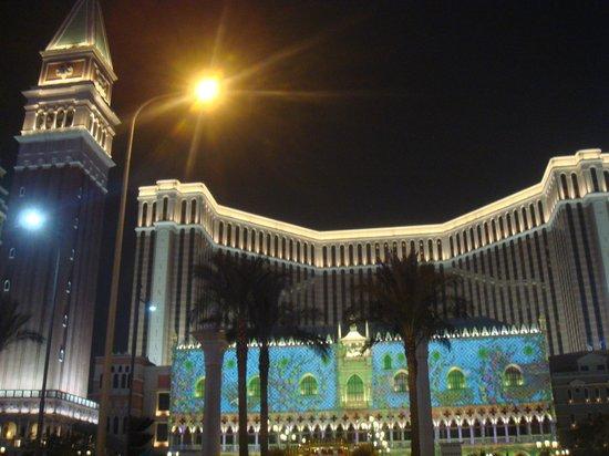 The Venetian Macao Resort Hotel: Ночной вид