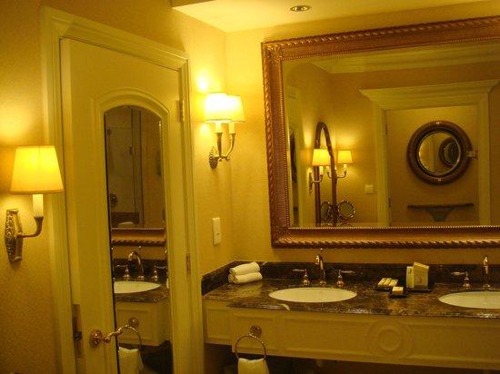 The Venetian Macao Resort Hotel: Ванная