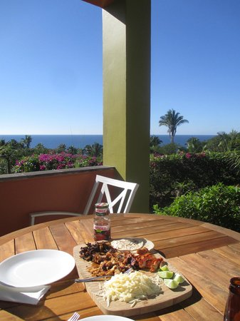 Hacienda de la Costa: Lunch on the patio of La Palma