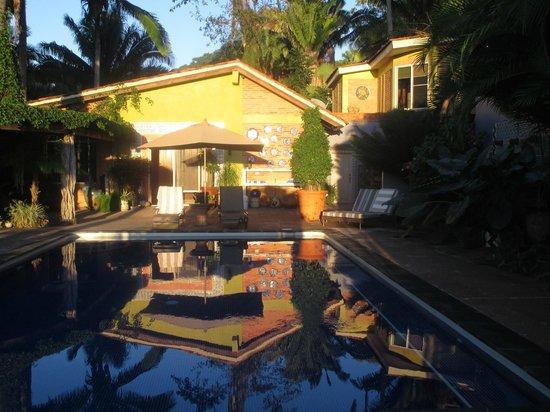 Hacienda de la Costa: Poolside tranquility
