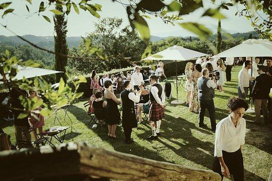 Borgo Di Colleoli Resort Tuscany: Il pratone