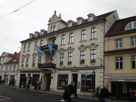 NH Potsdam: Facciata dell'albergo