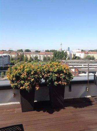 andel's by Vienna House Berlin: utsikt fra terrassen mot Alexanderplatz