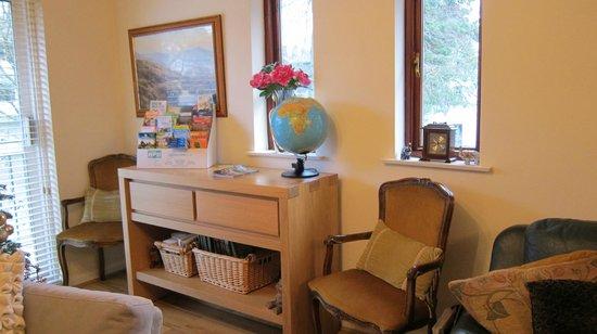 Sandown Guest House: Cosy Reading Corner