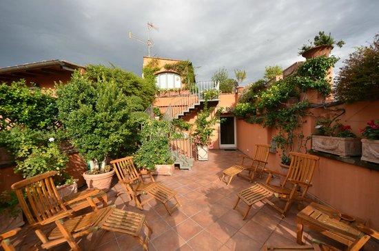 terrasse sur le toit de l 39 h tel picture of hotel mozart rome tripadvisor. Black Bedroom Furniture Sets. Home Design Ideas