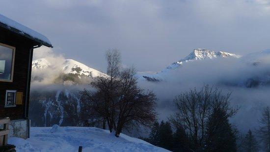 Nühus Bed & Breakfast & Mehr: Die Aussicht vom Nühus auf die gegenüberliegende Talseite am 2.1.2014